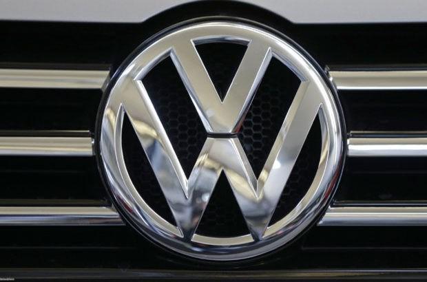 Volkswagen, emisyon değerleri manipüle edilen araçları ocak ayından itibaren geri çağıracak.