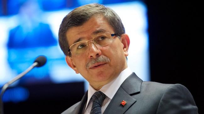 Başbakan Ahmet Davutoğlu yeni kabineye, bir önceki Başbakan Erdoğan'ın kabinesinden farklı olarak dört yeni isim ekledi