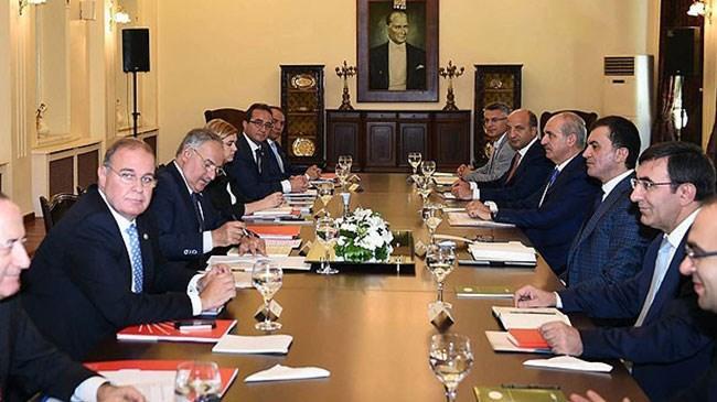 Hükümet kurma sürecinde AK Parti ile CHP heyetleri yaklaşık 35 saat görüştü