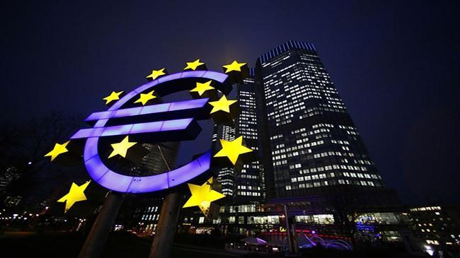 Avrupa Merkez Bankası Yönetim Konseyi yesi Liikanen, faizlerin uzun süre düşük kalması halinde, ucuz para akışının finansal piyasalarda balonlar yaratacağını söyledi