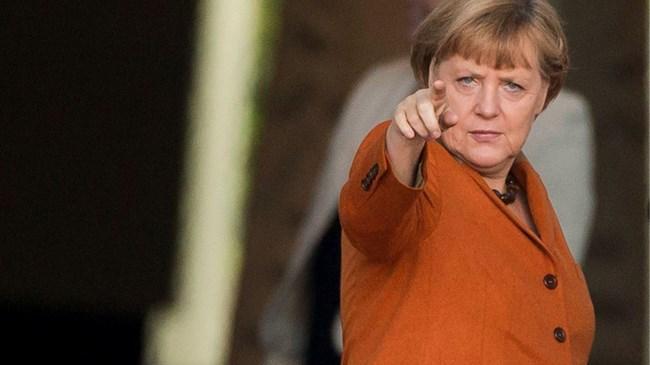 Merkel, Türkiye ye yardımın Avrupa ya göçmen akınının önüne geçmek için gerekli olduğunu, fakat bu durumun Türkiye nin Avrupa Birliği ne girmemesi yönündeki görüşünü değiştirmediğini söyledi.