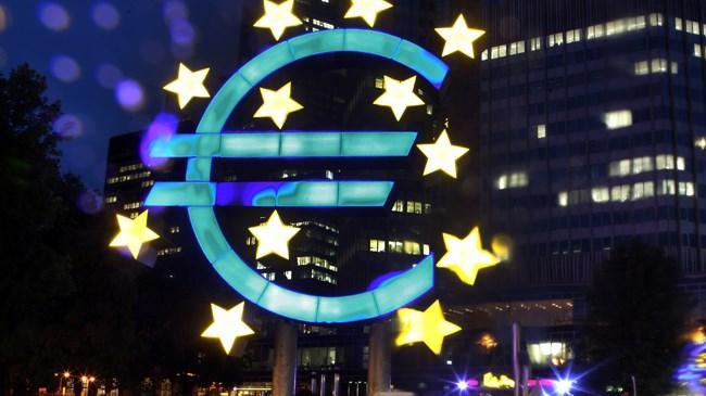 ECB'nin tahminlerinin aksine enflasyonun düşüyor olması, Euro Bölgesi'ni deflasyona bir adım daha yaklaştırıyor