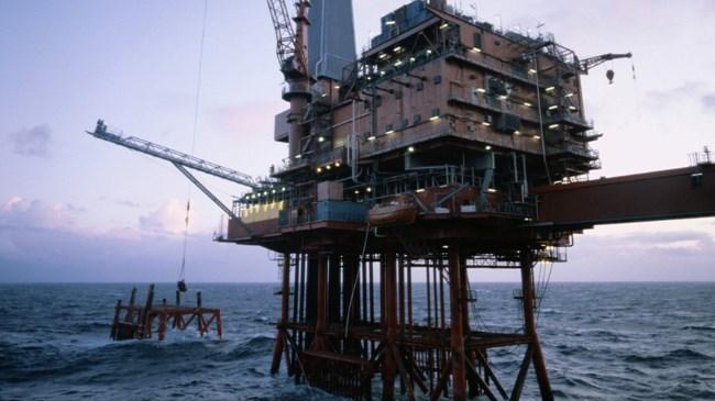 Hafta başında son 6,5 yılın dip seviyesini gören petrol fiyatları, dün tarihi bir yükseliş gösterdi