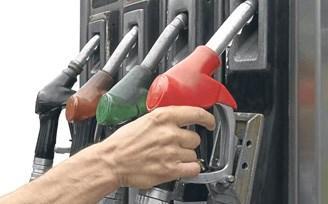 Benzin fiyatları 5 liraya koşuyor