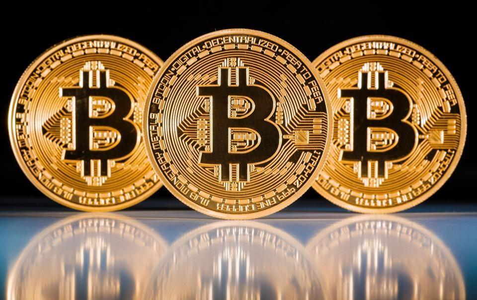 Küresel piyasalarda yaşanan sert satış dalgasından etkilenen kripto para piyasasında sert satışlar meydana gelmeye devam ediyor. Bitcoin fiyatı son 24 saat içerisinde yüzde 25.91 geriledi.