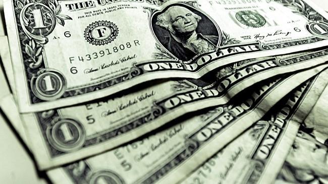 Dün 2.7770 TL yi test eden dolar/TL, bu sabah güne 2,77 TL nin hemen altında başladı. Dolar/TL sonrasında 2,76 TL seviyesinin altına geriledi