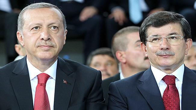 HDP Eş Genel Başkanı Selehattin Demirtaş, Cumhurbaşkanı Recep Tayyip Erdoğan ve Başbakan Ahmet Davutoğlu hakkında Ankara Cumhuriyet Başsavcılığı na suç duyurusunda bulundu
