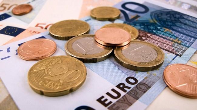Euro 2,97 lirayı aşarak son bir senenin zirvesini gördü