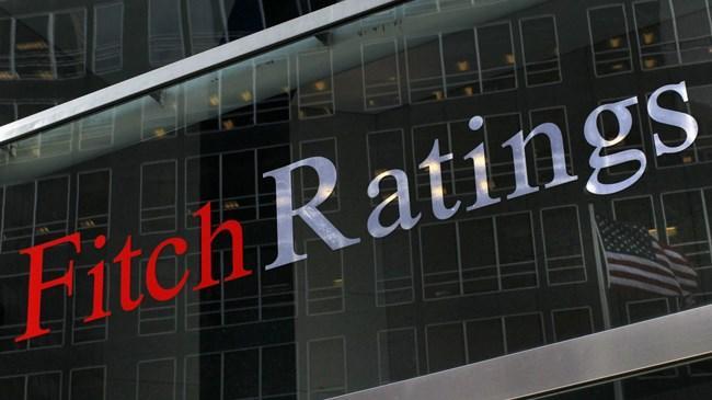 """Fitch, Yunanistan'ın mali zorluklarının bankalara yansıyabileceğini belirterek, """"Mevduat çıkışı hızlanırsa sermaye kontrolleri uygulamaya sokulabilir"""" uyarısını yaptı"""