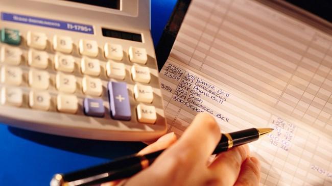 Kredi notunun bankaların kredi değerlendirme ölçütlerinde daha fazla ön plana çıkması ve KKB'nin findeks'i kurması sonucunda kredi notunun önemi daha iyi anlaşıldı. Kredi notu düşük olduğu için bankalar ile finansal çalışma yapamayan kişiler ise kredi notunu nasıl yükseltecekleri konusunda araştırma yapmaya başladı. Bu yazımızda kredi notunuzu yükseltmek için neler yapmanız gerektiğini anlatacağız