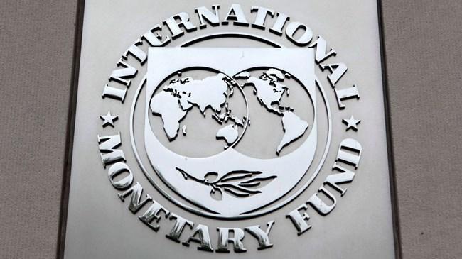 IMF, Türkiye ye yönelik büyüme beklentilerini 2015 için yüzde 3,1 den yüzde 3 e ve 2016 için yüzde 3,6 dan yüzde 2,9 a indirdi.
