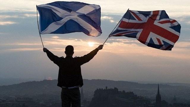 İskoçya bağımsızlık referandumundan çıkan ilk sonuçlar İngiltere'den ayrılmaya 'hayır' diyenlerin önde olduğunu gösteriyor
