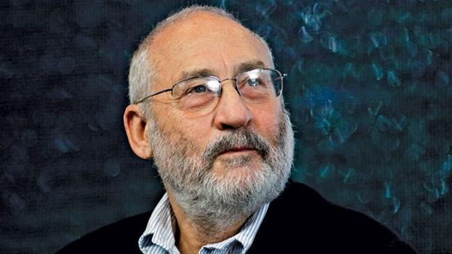 Nobel Ekonomi ödüllü Stiglitz, blockchain (blok zinciri) üzerinde gerçekleştirilen işlem defterlerinin halka açık olmasına karşın Bitcoin yaratıcısının dahi bilinmemesinin, suç örgütlerine kapıyı açtığını söyledi.