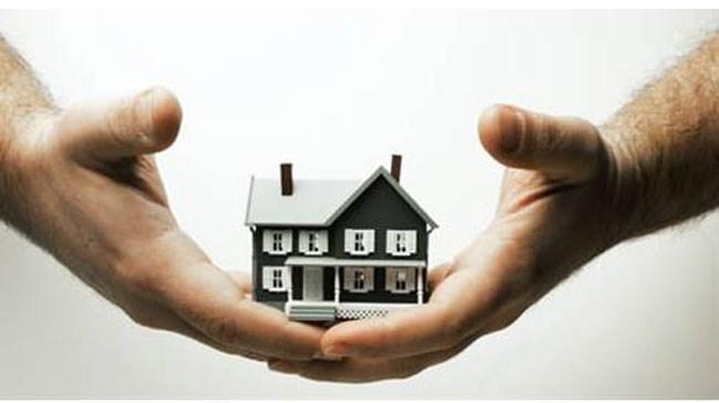 Almak istenen ev uzun araştırmalardan sonra belirlendi. Ancak, muadillerine göre çok mu pahalı, diğer ev daha mı uygundu? Vb. sorular, ev belirlendikten sonra neredeyse herkesin aklına takılan ilk sorular oluyor. Bu soruların net olarak cevabını bulmak istiyorsanız, almak istediğiniz evi kıyaslamalısınız. Ancak, muadili evler ile kıyaslama işleminin sadece evin fiyat ve m² bağlantısı üzerinden yapılması eksik ve yanlış bir işlem olacaktır. Bunun yerine daha fazla zaman ayırarak almak istediğiniz