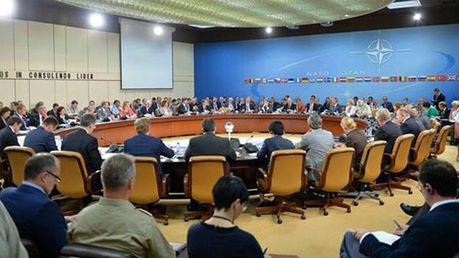Suriye'de IŞİD, Kuzey Irak'ta PKK hedeflerine yönelik operasyon yürüten Türkiye'nin Kuzey Atlantik Antlaşması'nın 4'üncü maddesinin aktive edilmesini talep etmesi üzerine NATO üyesi ülkelerin daimi temsilcilerinden oluşan Kuzey Atlantik Konseyi (NAC), NATO Genel Sekreteri Jens Stoltenberg başkanlığında toplandı