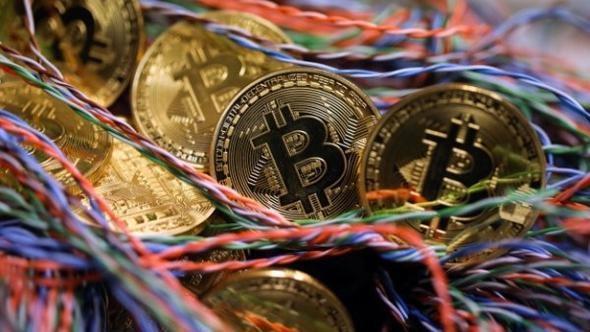 Bitcoin, başta kurumsal alımlar olmak üzere, kripto para piyasalarına artan yönelimin etkisiyle rekor üzerine rekor kırmaya devam ederken, bugün en yüksek 33 bin 824 dolar seviyesini gördü.