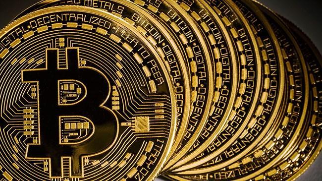 Bitcoin, artan kurumsal alımlarla 41 bin doları da aşarak yeni zirvesini 41 bin 795 puana taşıdı.