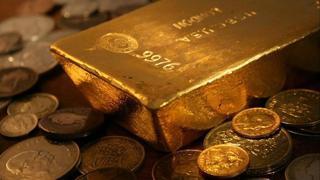 ABD Merkez Bankası nın varlık alımlarını azaltıp faiz artırımı yapacağına yönelik değerlendirmelerde bulunan Fed yetkilileri nedeniyle altın fiyatlarında düşüş yaşandı.