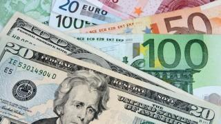Dolar ve euro düşüş sonrasında sakin seyre yöneldi.