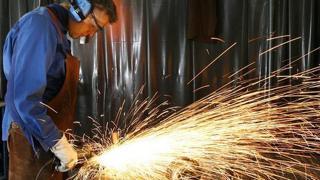 Almanya da sanayiciler, ülkeye ilişkin 2021 büyüme tahminini, hanehalkı tüketim harcamalarındaki durgunluk beklentisiyle düşürdü.