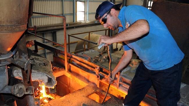 Sanayi üretimi beklentiyi aştı | Ekonomi Haberleri