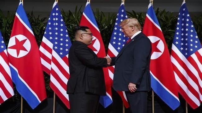 Tarihi buluşma... Trump ile Kuzey Kore lideri bir araya geldi | Genel Haberler